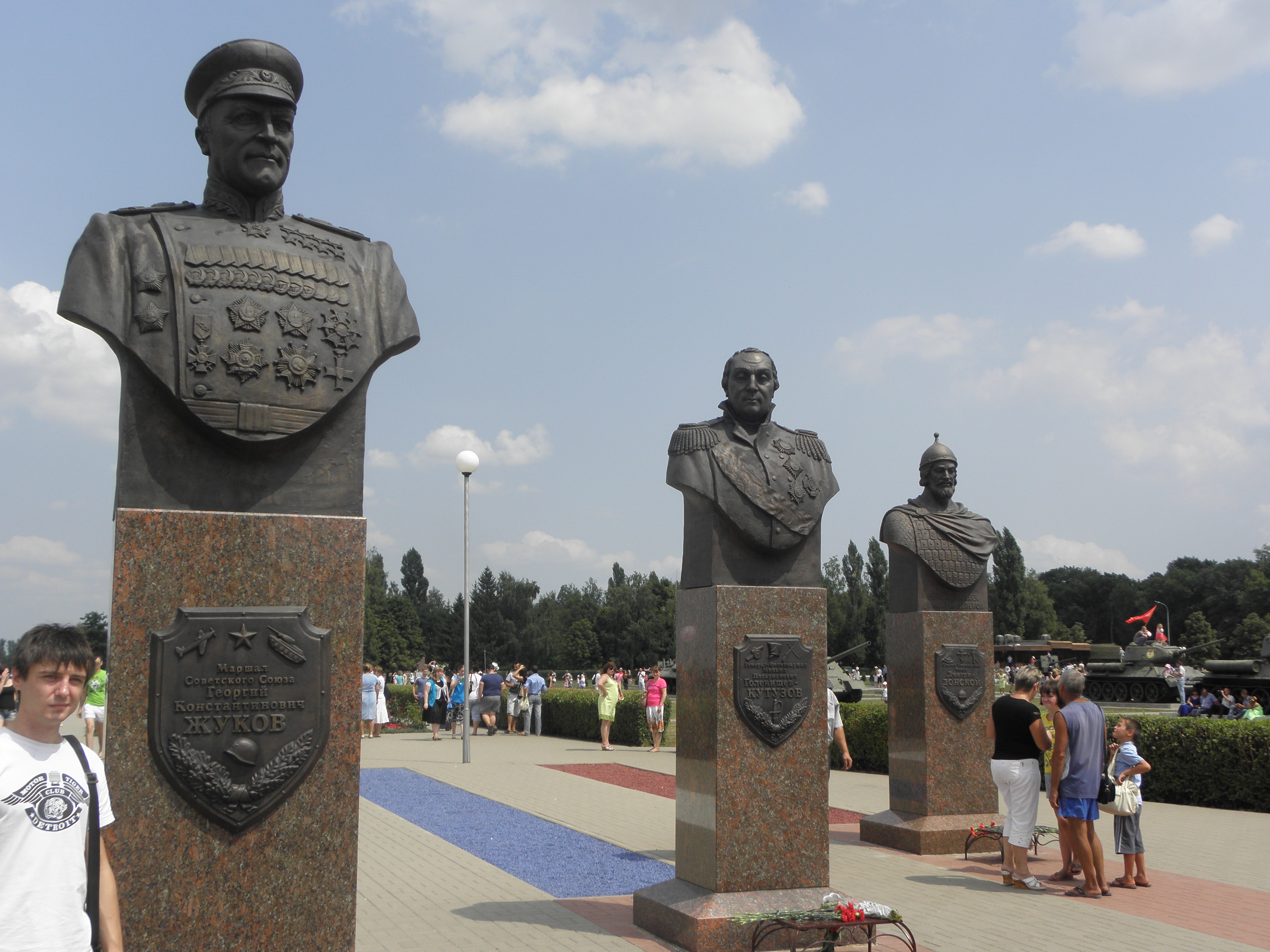 Прохоровка 3  3 скульптуры